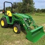 JOHN DEERE TRACTOR 3033R WITH FRONT LOADER